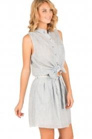 Leon & Harper | Mouwloze blouse Klint | blauw  | Afbeelding 2