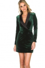 NIKKIE | Velvet blazer jurk Lola | donkergroen  | Afbeelding 2