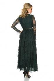 NIKKIE | Kanten maxi-jurk Rani | donkergroen  | Afbeelding 4