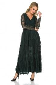 NIKKIE | Kanten maxi-jurk Rani | donkergroen  | Afbeelding 2