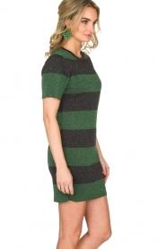 NIKKIE | Glinsterende jurk Jolien | groen  | Afbeelding 4