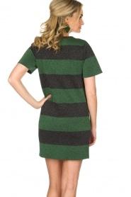 NIKKIE | Glinsterende jurk Jolien | groen  | Afbeelding 5