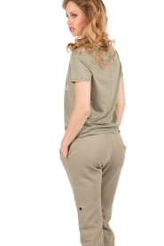 Zoe Karssen | T-Shirt I Dont Play Nice | legergroen   | Afbeelding 5