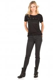 Zoe Karssen | T-shirt Rebel Without | zwart  | Afbeelding 3
