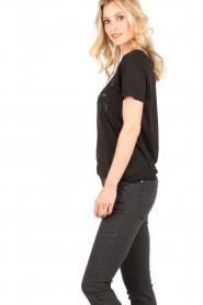 Zoe Karssen | T-shirt Rebel Without | zwart  | Afbeelding 4