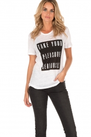 Zoe Karssen | Linnen T-shirt Pleasure | wit  | Afbeelding 2