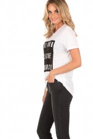 Zoe Karssen | Linnen T-shirt Pleasure | wit  | Afbeelding 4