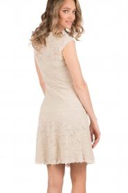 Rosemunde | Kanten jurk Paris | zand   | Afbeelding 5