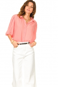 Dante 6 |  Textured blouse with puff sleeves Lecce | pink  | Picture 4