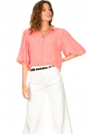 Dante 6 |  Textured blouse with puff sleeves Lecce | pink  | Picture 2