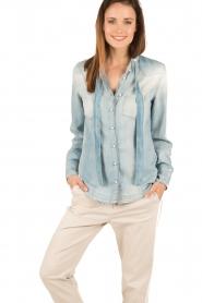 Atos Lombardini | Denim pussybow blouse Nessa | blauw  | Afbeelding 2