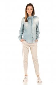 Atos Lombardini | Denim pussybow blouse Nessa | blauw  | Afbeelding 3