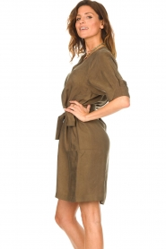 Dante 6 |  Dress with tie waistbelt Benthe | green  | Picture 6