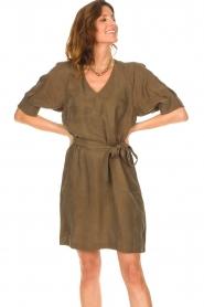 Dante 6 |  Dress with tie waistbelt Benthe | green  | Picture 4