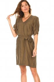 Dante 6 |  Dress with tie waistbelt Benthe | green  | Picture 2