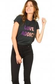 Set | T-shirt met Love Addict | zwart  | Afbeelding 4