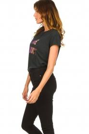 Set | T-shirt met Love Addict | zwart  | Afbeelding 5