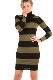 NIKKIE | Turtleneck jurk Jolie | groen  | Afbeelding 2