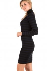 NIKKIE | Turtleneck jurk Jolie | blauw  | Afbeelding 4
