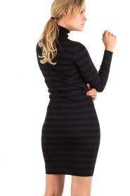 NIKKIE | Turtleneck jurk Jolie | blauw  | Afbeelding 5
