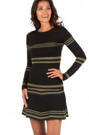 NIKKIE | Top Stripe | zwart  | Afbeelding 2