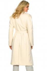 Kocca |  Cloak coat with tie belt Azekel | natural   | Picture 7