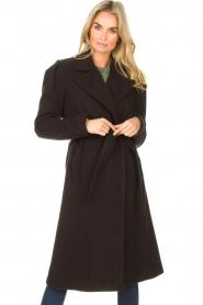 Kocca    Cloak coat with tie belt Azekel   black    Picture 2