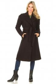 Kocca    Cloak coat with tie belt Azekel   black    Picture 3