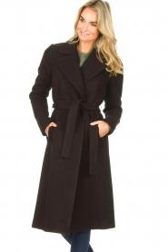 Kocca    Cloak coat with tie belt Azekel   black    Picture 5