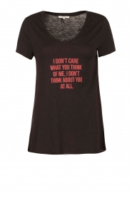 NIKKIE | T-shirt I Don't Care | zwart