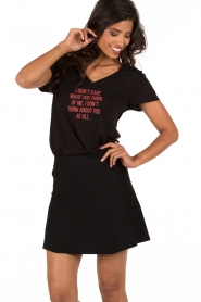 NIKKIE | T-shirt I Don't Care | zwart  | Afbeelding 2
