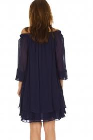 Atos Lombardini | Off-shoulder jurk Florianna | Blauw  | Afbeelding 6