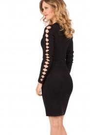 NIKKIE | Fitted jurk Jula | zwart   | Afbeelding 5