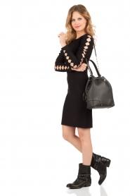 NIKKIE | Fitted jurk Jula | zwart   | Afbeelding 3