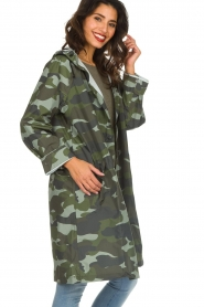 Becksöndergaard |  Rain coat with camo print Magpie | green  | Picture 5