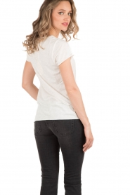 NIKKIE | T-shirt Stay Or Go | wit   | Afbeelding 5