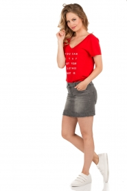 NIKKIE | T-shirt Stay Or Go | rood  | Afbeelding 3