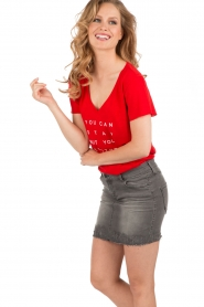 NIKKIE | T-shirt Stay Or Go | rood  | Afbeelding 4