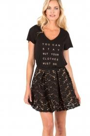NIKKIE | T-shirt Stay or Go | zwart  | Afbeelding 2