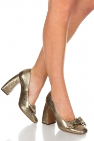L'Autre Chose |  Metallic pumps Coco | gold  | Picture 2