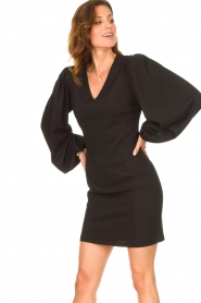Notes Du Nord |  Crêpe dress with puff sleeves Venus: black  | Picture 4