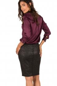 Style Butler | Zijden blouse Maryse | aubergine  | Afbeelding 5