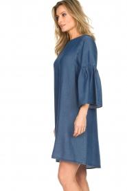 Kocca | Denim jurk met trompetmouwen Roman | blauw  | Afbeelding 6