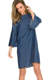 Kocca |  Denim dress with trumpet sleeves Roman | blue  | Picture 4