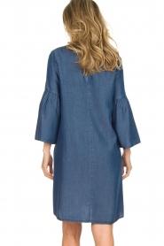 Kocca | Denim jurk met trompetmouwen Roman | blauw  | Afbeelding 7