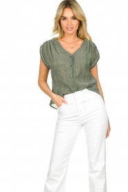 Louizon |  V-neck blouse Albert | green  | Picture 4