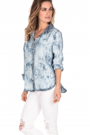 Bella Dahl | Bleached denim blouse Tulip | blauw   | Afbeelding 4