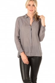 Ruby Tuesday | Blouse Suze | grijs  | Afbeelding 2