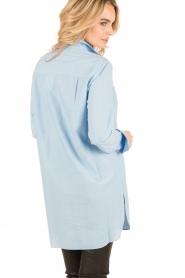 By Malene Birger | Lange blouse Hanafrida | blauw  | Afbeelding 4