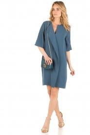 By Malene Birger | Asymmetrische jurk Hobbis | blauw  | Afbeelding 3